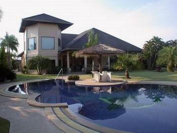 Building houses with swimmingpools-Pattaya