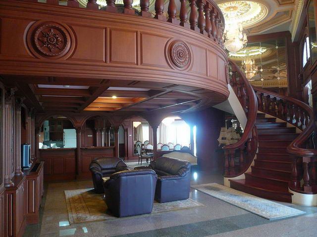 Silver Beach Penthouse Condo zum Verkauf, Absolute Beachfront, 597 m2, 2 Etagen, 4 Schlafzimmer, 5 Badezimmer, europaische Kuche, komplett ausgestattet, 7 Balkone, Panoramablick auf das Meer,