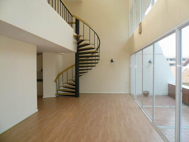 Panchalae Condo zum Verkauf, Duplex (2 Etage) 158 bis 160 qm, 3 Betten, 2 Bader, Wohnzimmer x 2, Euro-Kuche, Abstellraum, grosser Balkon, offentliches Schwimmbad, Whirlpool, Preis ab: 9.760 M Baht
