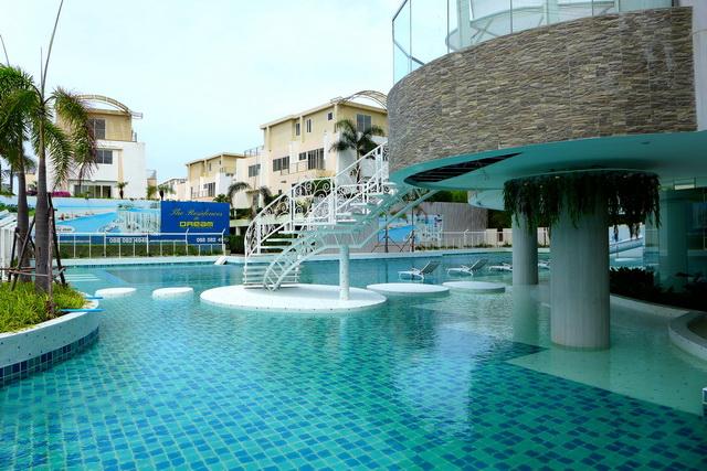 The Residences at Dream Pattaya Condo, Wiederverkauf, Eckanlage, 148 m2, 2 Betten, 2 Bader, Euro-Kuche, eingebaute Kuche, Balkon, Whirlpool im Freien, Panoramablick auf das Meer und die Insel, Fremdbesitz, * Finanzen verfugbar.