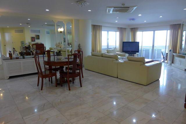 Silver Beach, Absolutes Strandapartment zum Verkauf, Front Corner Unit, 248 m2, 3/4 Schlafzimmer, 4 Bader, Wohn- / Esszimmer, europaische Kuche, voll mobliert, Balkone (x4), Meerblick,