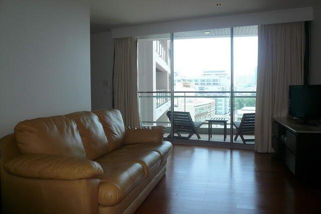 Northshore Luxury Condo zum Verkauf, 64 m2, Obergeschoss, mit Blick auf Pattaya, 1 Schlafzimmer, 1 Badezimmer, Wohnzimmer, europaische Kuche, voll mobliert, Balkon mit Meerblick,