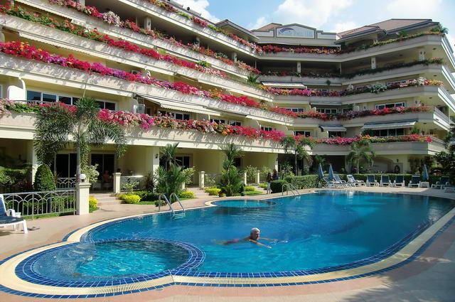 Park Hill Resort Condo zum Verkauf, 85 bis 153, m2, 2 Betten, 1/2 Bader, Wohnzimmer, (Kuchenbereich nicht ausgestattet), Balkon, Fremdbesitz, Nahe Strand, Preise ab 4,5 M Baht