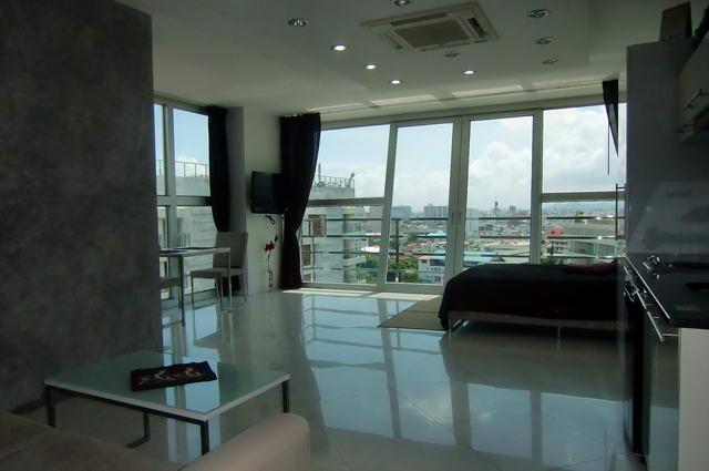 Park Royal 1 Condo zum Verkauf, nur wenige Minuten von der Innenstadt von Pattaya, Modern Corner Studio 37 m2, Obergeschoss, Europaische Kuche, Badezimmer, voll mobliert, seitlicher Meerblick, Fremdbesitz,