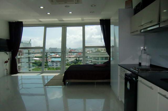 Phratamnak Hill, South Pattaya Modern Studio
