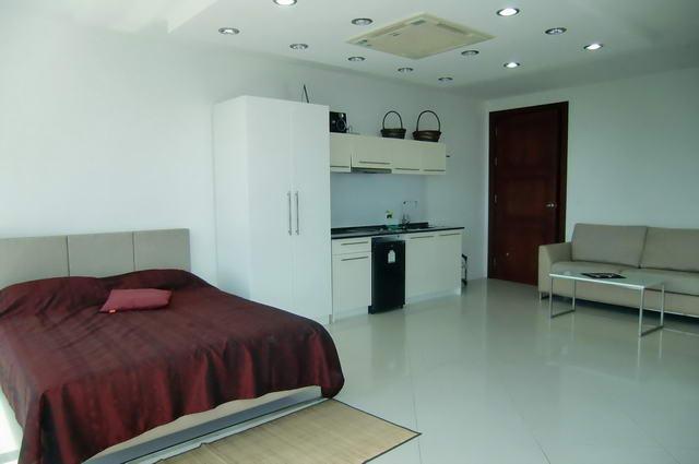 Condominium & Phratamnak Hill, South Pattaya