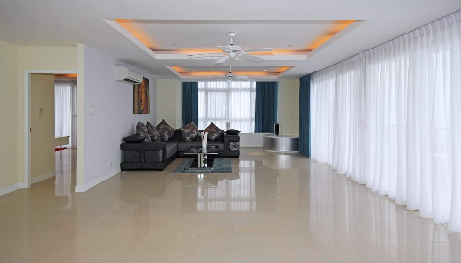 Living room with large balcony in Pattaya Hill