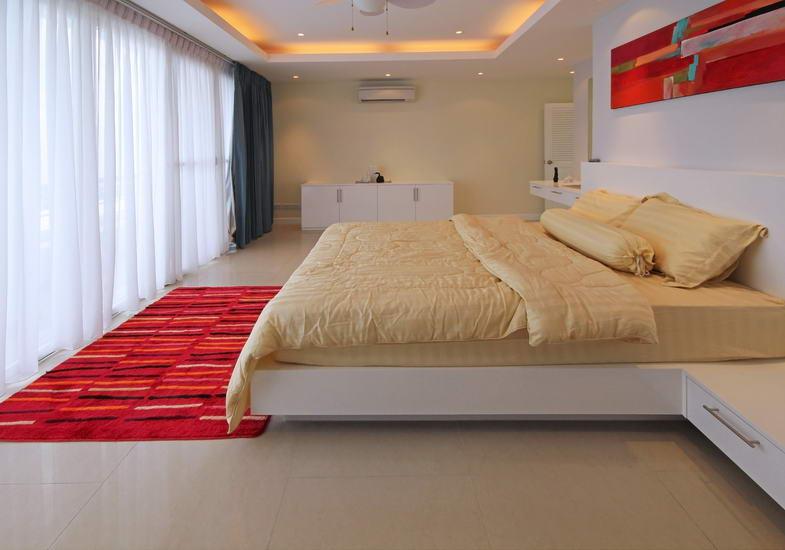 Condominium & Pattaya Hill Phratamnak