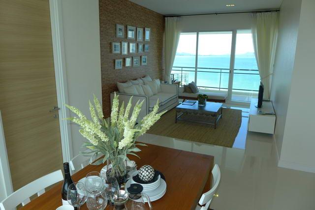 The Reflection Condo, The First Super Luxury Condo in Pattaya, 96 bis 110 m2, 2 Schlafzimmer, 2 Badezimmer, Wohnzimmer, europaische Kuche, Einbauschranke, Balkon, Meerblick, Komplette Resorteinrichtungen, Preis ab 13.5 M Baht