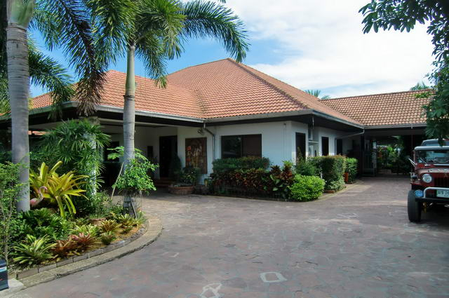 East Pattaya Detached House For Sale With Swimming Pool