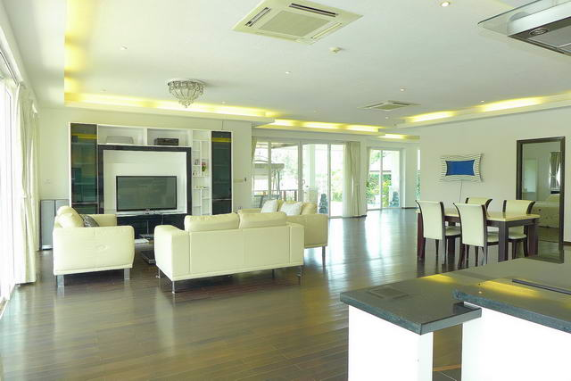 Na Jomtien Detached Luxury Pool Villa