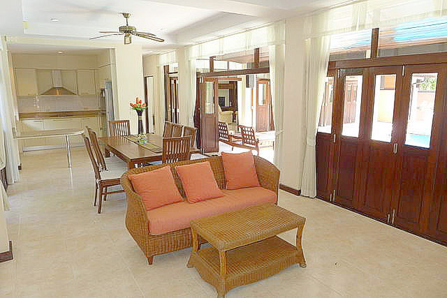 House & East Pattaya, Mabprachan Lake