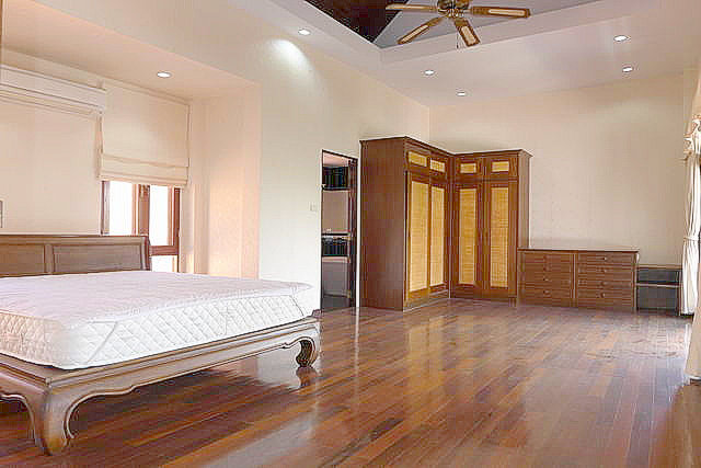 House for sale in East Pattaya, Mabprachan Lake