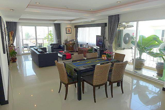 Jomtien, Thepprasit  Platinum Suites Condo