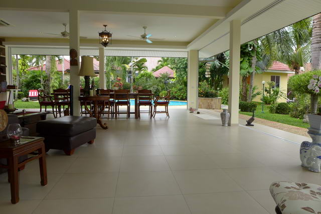 Pool Villa Living Room Tropical Garden