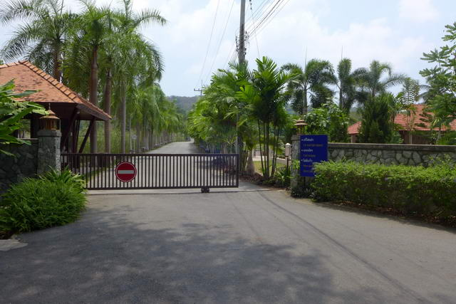 Ocean Views Estate, Prime Residential House Building Land Plots for Sale, 438 Tw2 = 1,752 sqm to 783 Tw2 = 3,132 sqm, Tropical natural green landscaped setting, gated, utilities already in place, 24HS, estate management: Price from 5 M Baht per Rai