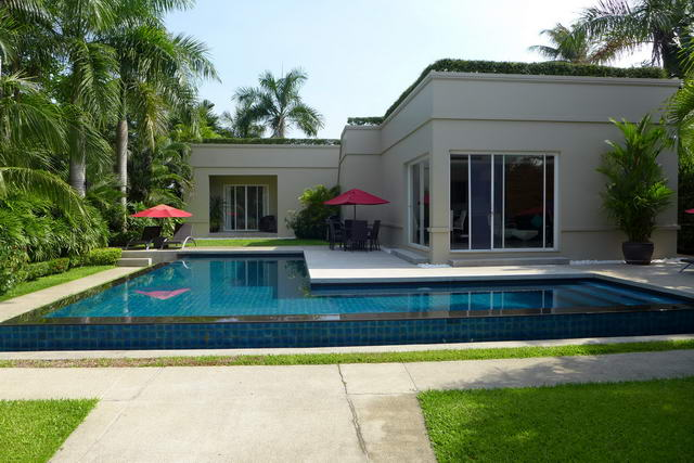 East Pattaya The Vineyard Luxury Thai Bali Villa For Sale
