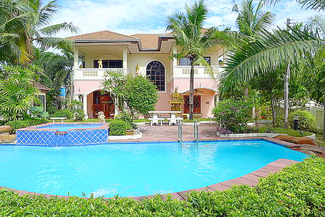 East Pattaya House with Swimming Pool for Sale Near Hospital