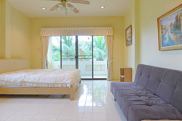 House for sale in East Pattaya (near Bangkok Pattaya Hospital)