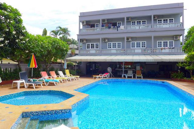 Naklua, Gastehaus / Hotel zum Verkauf, 25 Zimmer mit Bad, Swimmingpool, Poolbar, Speise- und Unterhaltungsbereich, Kuche, langjahriges Laufgeschaft, Freehold (Thai Company Ltd.)