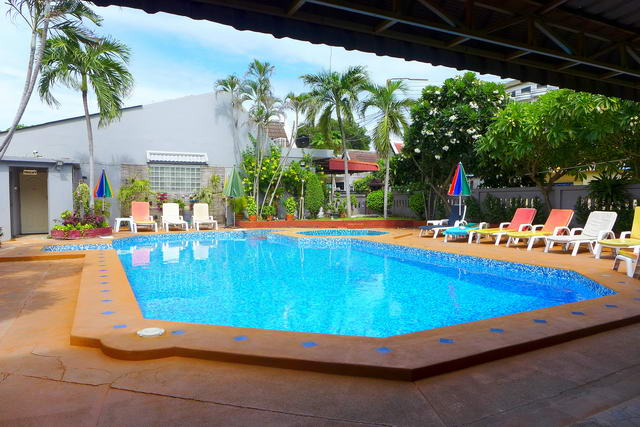 Nice Guesthouse in Naklua / Pattaya for sale, 25 g..