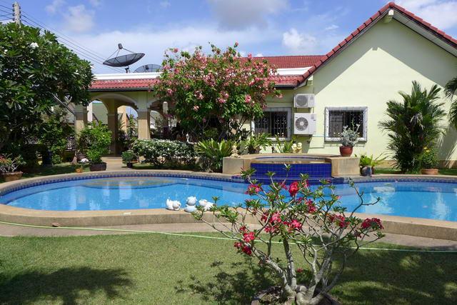 East Pattaya Mabprachan Natheekarn Park View House For Sale