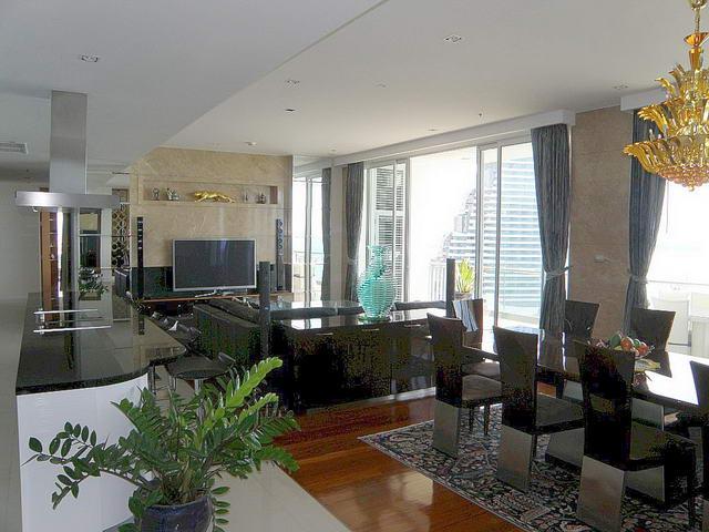 """Cove Luxury Condo zum Verkauf, Direkt am Strand, 337 qm, 4 Schlafzimmer, 5 Bader, Europaische Kuche, voll mobliert, Balkon, mit Jacuzzi, Meerblick,<br /></noscript>Auslandischer Besitz"""" /></center></p><p></p><div class="""
