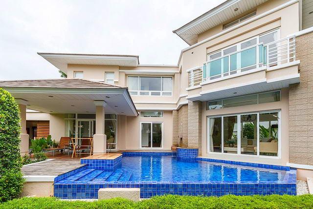 Baan Talay Pattaya Beachside Estate, Luxus-Poolvilla zum Verkauf, Grundstucksgrosse 496 m2, Wohnflache 234 m2, 2 Schlafzimmer, 3 Bader, Eurokuche, voll mobliert, tropischer Garten, privater Pool, Garage