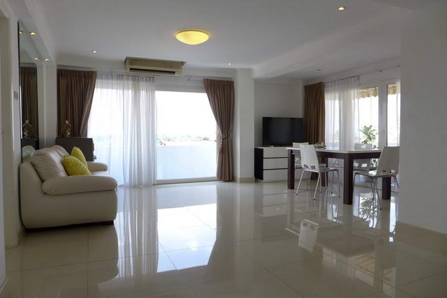 Naklua, Golden Pattaya Condo for Sale, Corner unit,