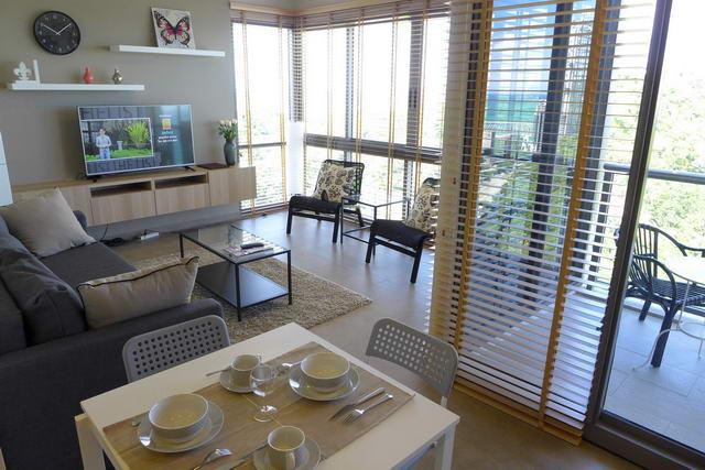 Unixx Condo Privater Wiederverkauf, Eckwohnung, Obergeschoss, 62 qm, 2 Schlafzimmer, 2 Bader, Europaische Kuche, voll mobliert (Ikea), Balkon, Meerblick, Auslandischer Besitz
