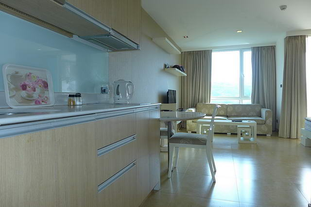 European Kitchen and Dining, Cliff Condo