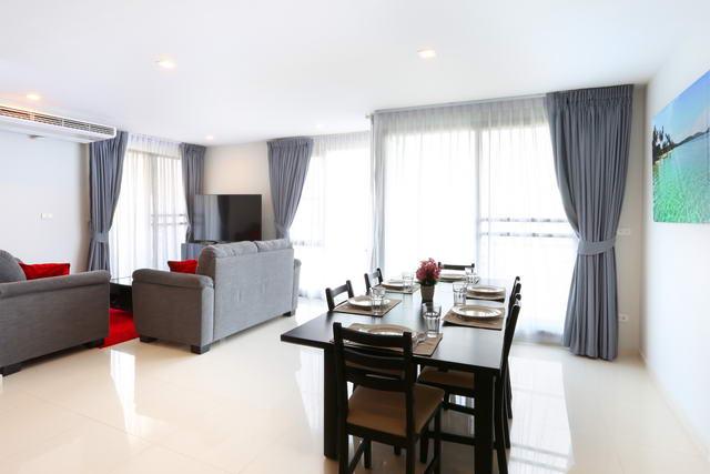 Urban Pattaya Wohnung zum Verkauf, Eckwohnung, Hohe Etage, Wfl. 114 qm, Neu renoviert, 3 Schlafzimmer, 2 Bader, Europaische Kuche, voll mobliert, Balkon, Blick auf die Stadt, Auslandischer Besitz, Gunstig gelegen in Sud-Zentral-Pattaya