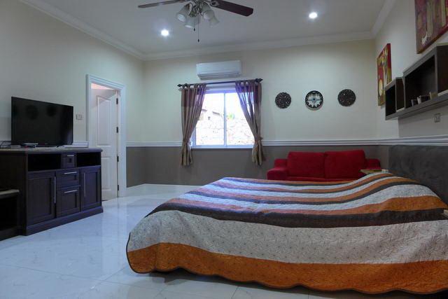 Nongpalai Detached Beautiful Pool Villa with Separ..