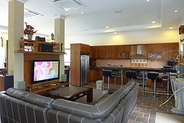 Club house lounge Phoenix Golf Resort for Sale