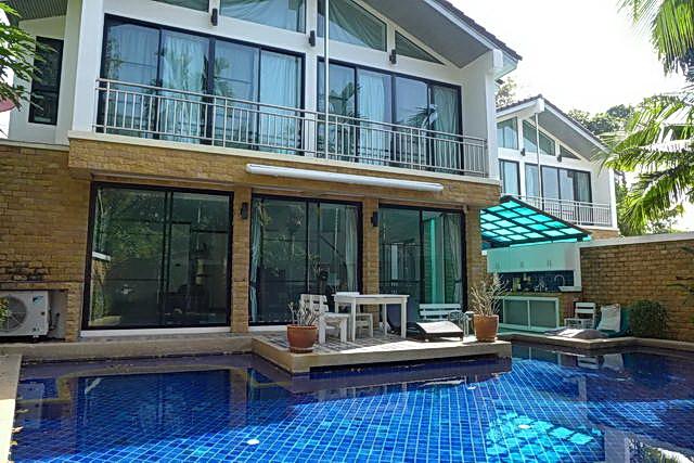 Boutique Pool Villa zum Verkauf, 4 x eigenstandige Pool Villen, Grundstucksflache 704 qm, Wohnflache 640 qm, 8 Schlafzimmer, 8 Bader, Privater Swimmingpools x 4, in der Nahe von Wong Amat Beach