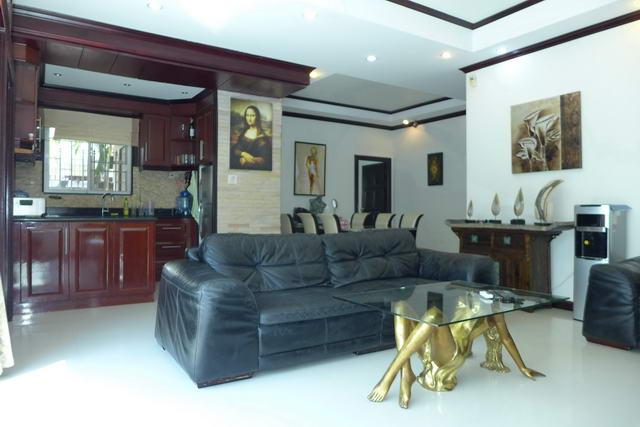 TV Lounge Pattaya Lagoon Villa for Sale