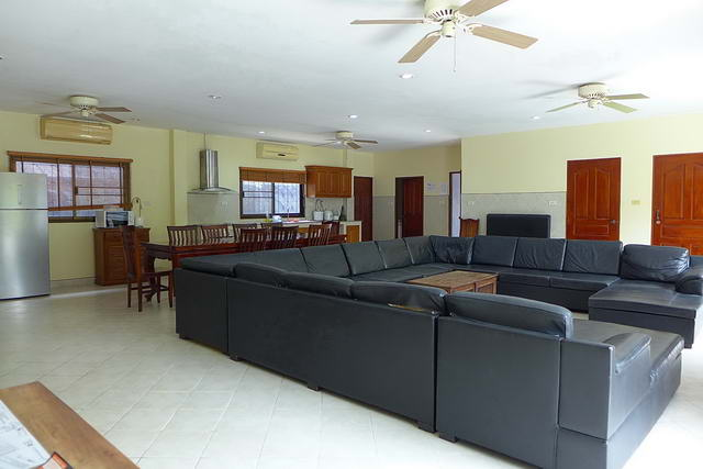 TV Lounge House for Sale Pattaya Park Rung Ruang