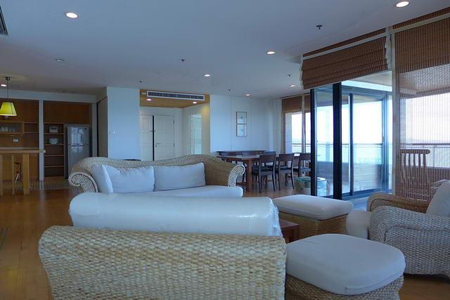 Condominium & Dong Tarn Beach, Pattaya Hill Phratamnak