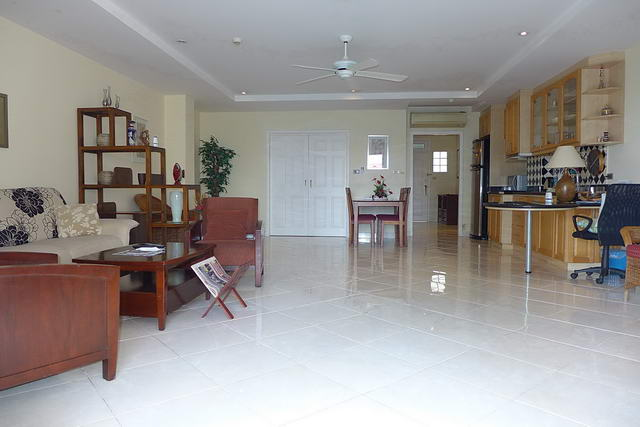 Wong Amat Residence Condo for Sale, Lounge TV