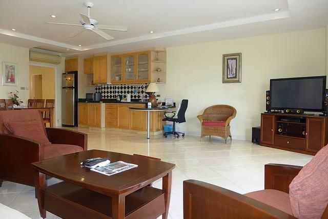 Condominium & Wong Amat Beach, Naklua