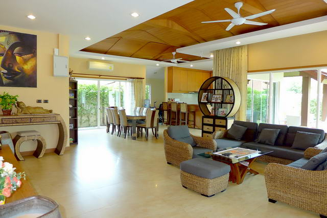 Pattaya House for Sale Sofa TV Lounge