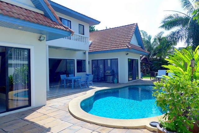 View Talay Villas Thai Bali Pool Villa zum Verkauf, 500 M bis Jomtien Beach, Grundstucksgrosse 424 qm, Wohnflache ca. 250 qm , 3 Schlafzimmer, 3 Bader, Europaische Kuche, voll mobliert, Garten, Privates Schwimmbad, 24 HS, * Finanzierung moglich