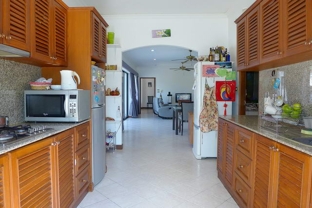 Jomtien House for Sale Lounge to European kitchen