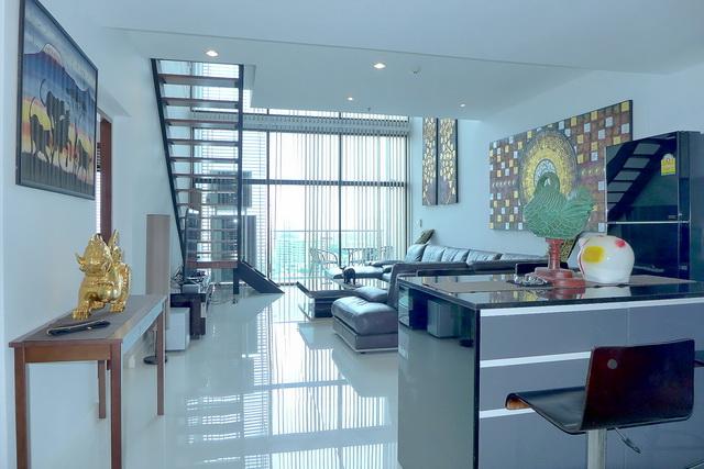 Axis Condo zum Verkauf, Penthouse Maisonette Wohnung, Toller Moderner Stil, 146 qm, 3 Schlafzimmer, 3 Bader, Europaische Kuche, voll mobliert, 3 Balkone, Panorama Meer- und Stadtblick, Auslandisch Besitz