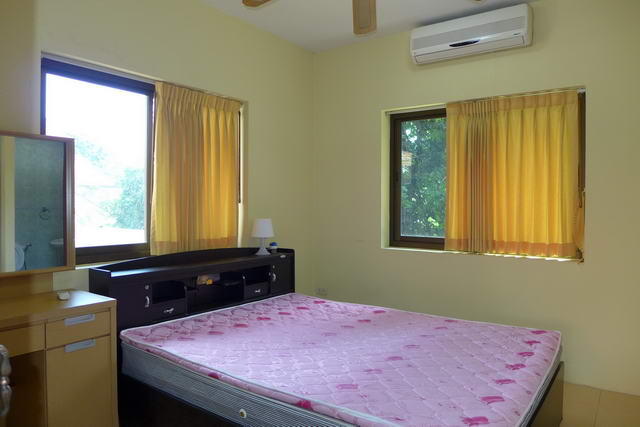 Commercial for sale in Pattaya Phratamnak Hill, Dong Tarn Beach