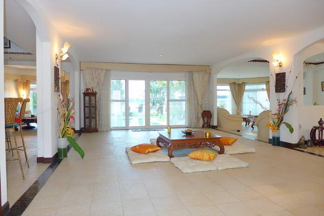 East Pattaya, Mabprachan Reservoir Lake View House