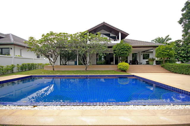 East Pattaya Mountain View Residence Pool Villa for Sale