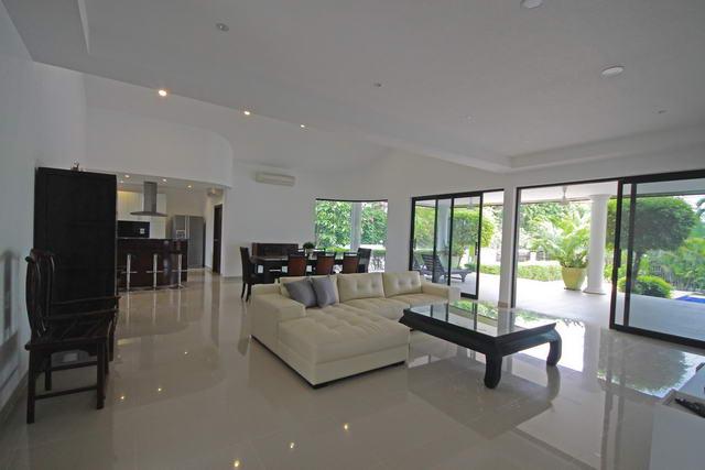 East Pattaya Mountain View Residence Pool Villa