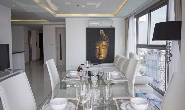 Wong Amat Tower Condo Corner unit for Sale