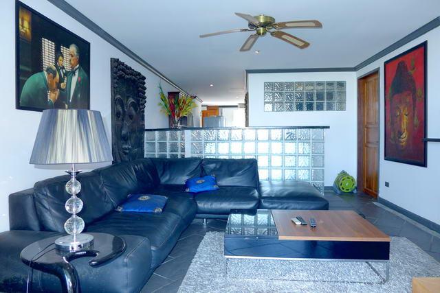 Jomtien Condo for Sale Open plan living room